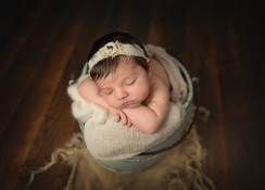 Marcelle Raphael | Fine Art Newborns | 803.530.9767